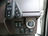 衝突回避支援システム(スマアシⅡ)・衝突警報機能(対車両、対歩行者)・衝突回避支援ブレ-キ機能(対車両)・誤発進抑制制御・後方誤発進抑制制御・車線逸脱警報・先行車発進お知らせで事故被害を軽減します。