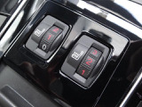 4ゾーン独立調整式オートエアコン 運転席、助手席、後席左右の4つのゾーンで設定が行えます