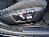 電動フロントシート♪シートポジションは2パターンまで記憶しておく事が出来ます!順番に運転するにはとても便利な機能です♪
