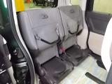 後部座席の背もたれを前に倒せば、こんなに広い空間が生まれます!