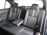 コンパクトカーですが、ハッチバックやミニバンとは違う、セダンの上質な座り心地を体感できる後席シート。ゆとりのロングドライブはいかがですか。