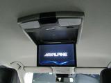 後席モニターが装備されています。長距離ドライブには必要なアイテムですね!