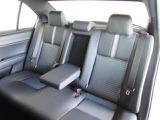 コンパクトセダンですが、ハッチバックやミニバンとは違う上質な座り心地を体感できる後席シート。ゆとりのロングドライブはいかがですか。
