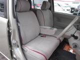 運転席・助手席の行き来もしやすく、駐車時に役立ちます!また、足元の開放感もいいですね。一度体感されるとクセになりますよ!