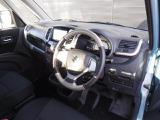 ガラス面積も大きく視界が広いクルマ。死角も少なく、前方・右前方・左前方の見切りが良く運転し易いコクピットです。