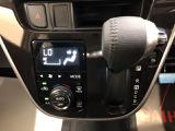 オートエアコン装備!お好みの温度に設定しておくと自動で風量などを調整してくれます。一年中快適ドライブ♪