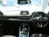 操作性とデザイン性を両立したインパネデザインはドライバー中心のレイアウトになっています。