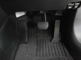 真っ直ぐな姿勢でピッタリなドライビングポジションに調整出来るドライバーシート!疲れの軽減や危険回避の瞬時の操作もしやすくなり、安全なドライブに繋がります。