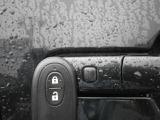 アドバンストキーは、携帯していればワンタッチでドアロックの開閉ができて便利です!!