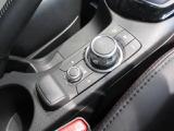 「コマンダーコントロール」マツダコネクト操作を手元で行う為、運転に集中して頂けます。