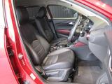 フロントシートは心地よいフィット感と程よいホールド性能を両立させ、今までになく快適にドライブを楽しんでいただけるマツダ自慢の逸品です!