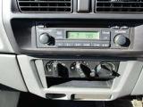 CD・AM/FMラジオ付!操作も簡単マニュアルエアコン付きでキャビン内も快適!