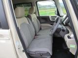 ゆとりのあるサイズで快適な座り心地のフロントシートです。しっかりとホールド性をもたせ、長距離でも疲れにくくなっています