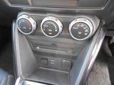 オートエアコンなので温度だけあわせていれば、室内は快適温度に!燃費も向上しますよ。