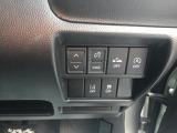 ヘッドアップディスプレイは角度・出し入れをこちらのスイッチで調整可能