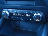 運転席・助手席それぞれに設定温度を調節できる高効率のフルオートエアコンです☆季節やシーンを問わず快適な室内環境を提供してくれますよ♪