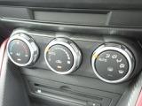 車内の温度を快適に保ってくれるオートエアコン搭載★ダイヤル式なので慣れてくると手元を見ずに操作頂く事が出来ます★
