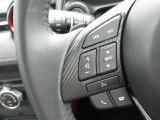 ステアリングを握ったままでオーディオ操作が可能なステアリングオーディオスイッチ搭載★Bluetoothを繋げばハンズフリー通話を行う事も出来ます★