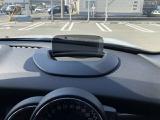 ハンドルの前にはヘッドアップディスプレイがあり、視点移動をせずにスピードやナビ情報が確認できます!
