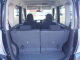後席シートは前後スライドし、ラゲッジスペースを確保する事が出来ます。