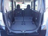 後席シートを倒せば開口部も広く奥行きもありますので、大きな荷物を載せる事も簡単に出来るでしょう。