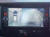 車を空から見た様な映像が映るアラウンドビューモニターで車両周辺の安全確認も一目出来ます。小さなお子様や障害物も確認出来るので、運転し易さだけでなく事故防止にも役立ちます。