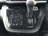温度調節が簡単なオートエアコン♪凹凸がないスッキリとしたデザインです★平らなデザインなのでホコリなどもサッと拭けて便利ですよ!!いつもと違うデザインでオシャレですね(*^-^*)