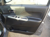 運転席ドアから全パワーウインドの操作が出来て便利です。