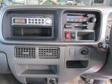 マニュアルエアコン。リアヒーター付きです♪純正CDデッキ。オプションで最新ナビも格安で取り付けできます♪