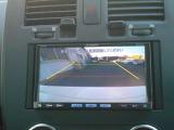 バックビューモニター搭載。後方を液晶で確認しながら駐車できるので安心です。