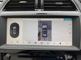 車の周囲360°のオーバーヘッドビューをタッチスクリーンに表示。同時にいくつかのビューを映し出し、タッチスクリーンの表示と音で障害物との距離をお伝えします。駐車の苦手な方も安心の機能です。