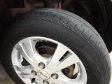 【タイヤの状態】安全に走行するためには空気圧の確認をはじめ溝の深さ、ひび割れの等の点検が必要です。点検時に交換が必要と判断した場合は交換いたします。