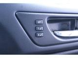 運転席内側のドアハンドルには、シートポジションメモリーがあります。 2パターンのポジションが記憶でき、ワンプッシュでベストポジションです。