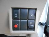 運転席から、左のスライドドアを開け閉めできますよ!