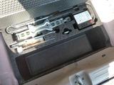 工具とパンク応急キッドが装備されています。