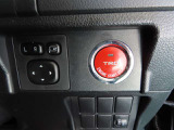 人気のスマートエントリーシステムを装備!スマートキー本体を携帯していればエンジンの始動と停止はボタンを押すだけの簡単に操作できます!一度使うと「手放せない」便利さです!