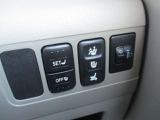 運転席のみ、設定した位置まで自動でシートの調整が可能。