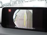 運転席から見えにくい、左前輪あたりを映してくれる、サイドカメラを装備しています。