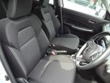 運転席・助手席シートは、程よい弾力と座り心地になっております!