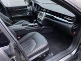 メーカーオプションのネロ・ロッソ(ドリルドナチュラルレザー)シートの使用感もほとんどなく、とても綺麗な状態です。快適なパワーシート・シートヒーター・ベンチレーションが装備されています。