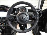 60周年記念車専用ステアリング。ステアリングやスイッチ類もとてもきれいな状態です。