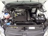 エンジンルームです。低速トルクを重視したエンジンですので、アクセルを軽く踏むだけで気持ちの良い、スムースな加速を体感いただけます。