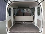 荷室も広々。後席シートを倒すと2m弱の長尺物が載せられます。