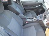 後部座席も当然・綺麗・清潔に仕上げております。内装の綺麗なお車は気持ちが良いですし、コンデイションのいい車が多いです。前のユーザーが丁寧に使っていた証拠です。