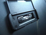 【ETC車載器】  ディーラーオプションのスマートインETCは、シートの裏側にビルトインされています。