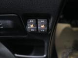 【快適温熱シート】運転席と助手席をそれぞれ独立して操作でき、HighとLowの2段階に温度調節も可能なため、座る人と室内温度にあわせた快適なシート温度が得られます♪