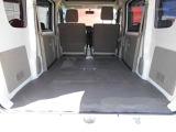 リヤシートが収納できて、フラットな床面になり、使い勝っても広がります。