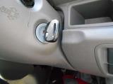 エンジン始動は従来からのキーを回すタイプ、誤操作もなく安心して使えます。