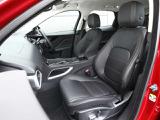 スポーティーなデザインでありながら、英国車ならではのクラフトマンシップ溢れる造形は健在。