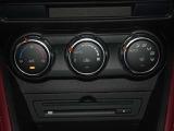 温度を設定すれば自動的に風量が調整できるオートエアコンを装備!車内も快適ですね!